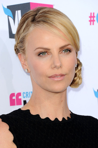 http://fashiontrendseeker.com/wp-content/uploads/2012/01/2012-Critics-Choice-Awards-Hairstyles-and-Makeup.jpg
