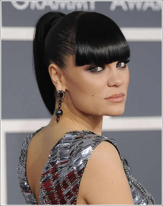 http://fashiontrendseeker.com/wp-content/uploads/2012/02/2012-Grammy-Awards-Hairstyles-and-Makeup-Looks-3.jpg