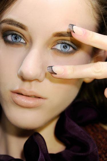 Xu hướng màu sắc và hoạ tiết trang trí móng tay
