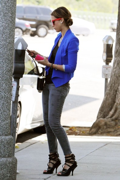 Celebrity Style Jessica Alba In Bold Blue Blazer And Star Printed Jeans Fashion Trend Seeker