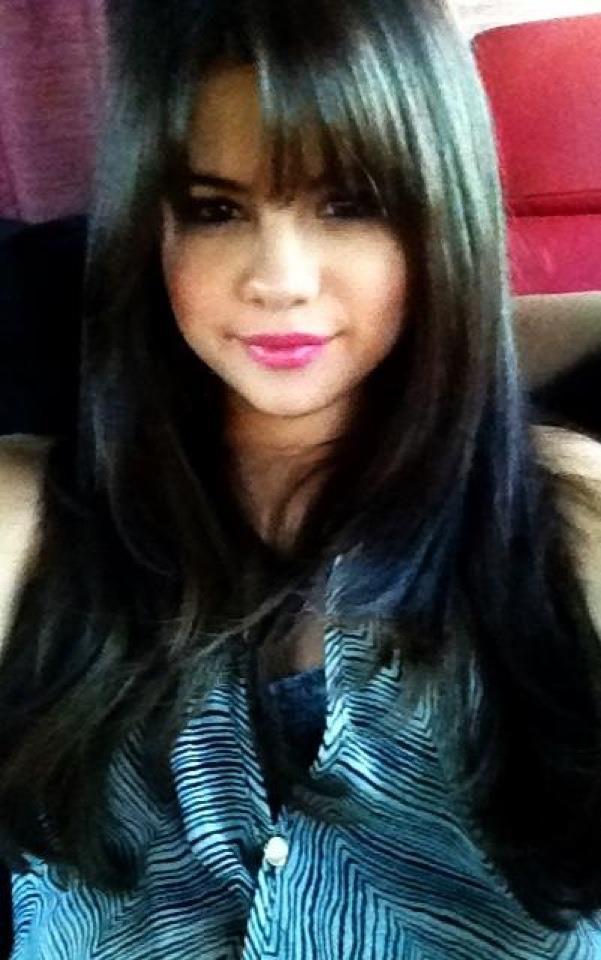 Selena Gomez Shows Off New Blunt Bangs