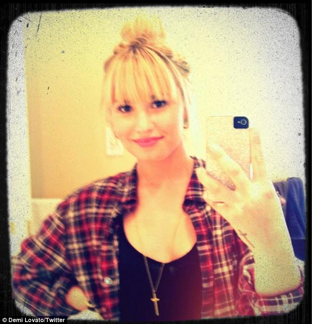 Demi Lovato Adds Blunt Bangs To Her Blonde Hair - Fashion ...