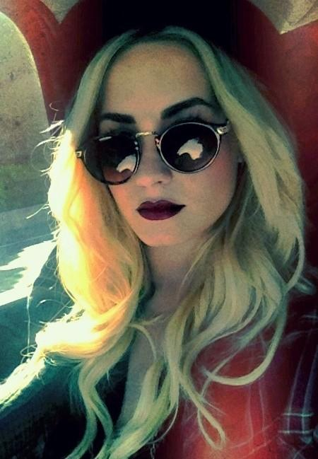 ... Lovato Shows Off New Fall Look – New Blonde Hair Color and Plum Lips