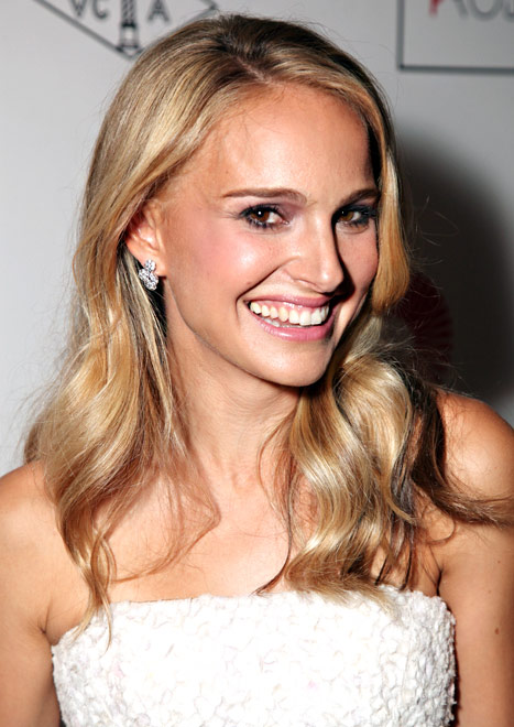 Need Another Sign That Blonde Hair Is In…Check Out Natalie Portman Making The Leap