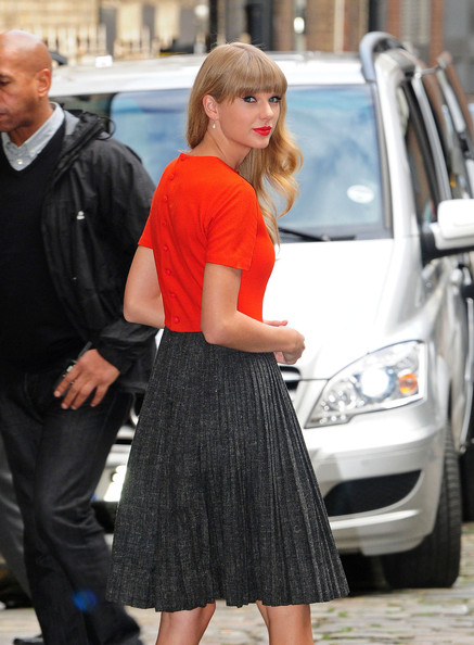 Celebrity Style – Taylor Swift Loves Red