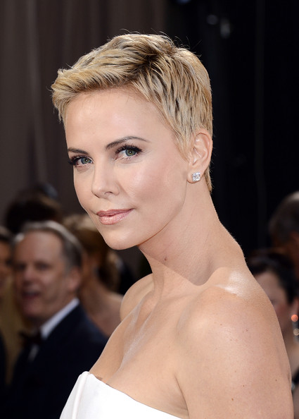 2013 Oscar Academy Awards Hairstyles and Makeup Looks 1