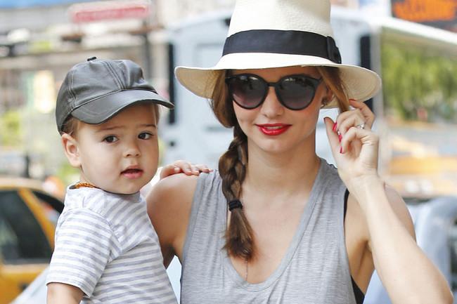 Celebrity Style - Miranda Kerr Rocks Trendy Side Braid and Fedora 3