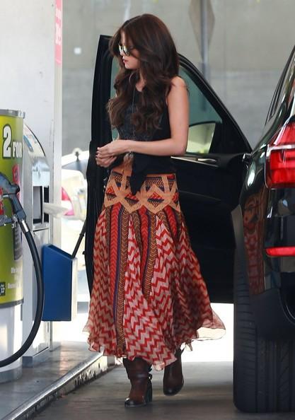 Celebrity Style - Selena Gomez In Printed Maxi Skirt 3