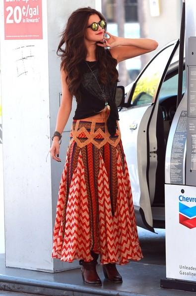 Celebrity Style - Selena Gomez In Printed Maxi Skirt 4