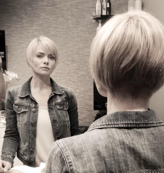 Jamie Pressly Shows Off Stunning New Bob Haircut