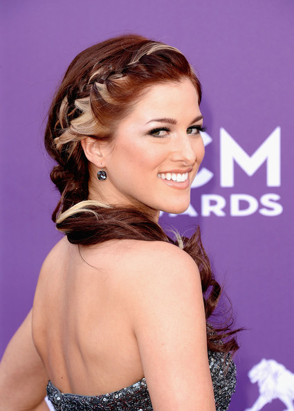 New Braided Hairstyles You Can Wear For Summer 9
