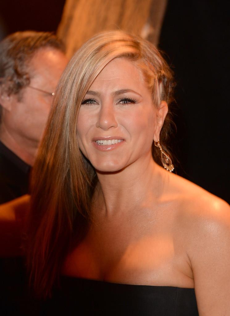 We Re Loving Jennifer Aniston S Side Swept Braid Fashion