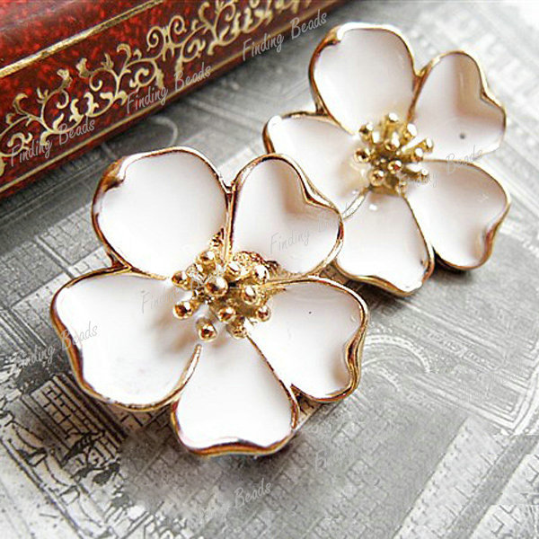 Fashion Seeker Shop - White Floral Studd Earrings
