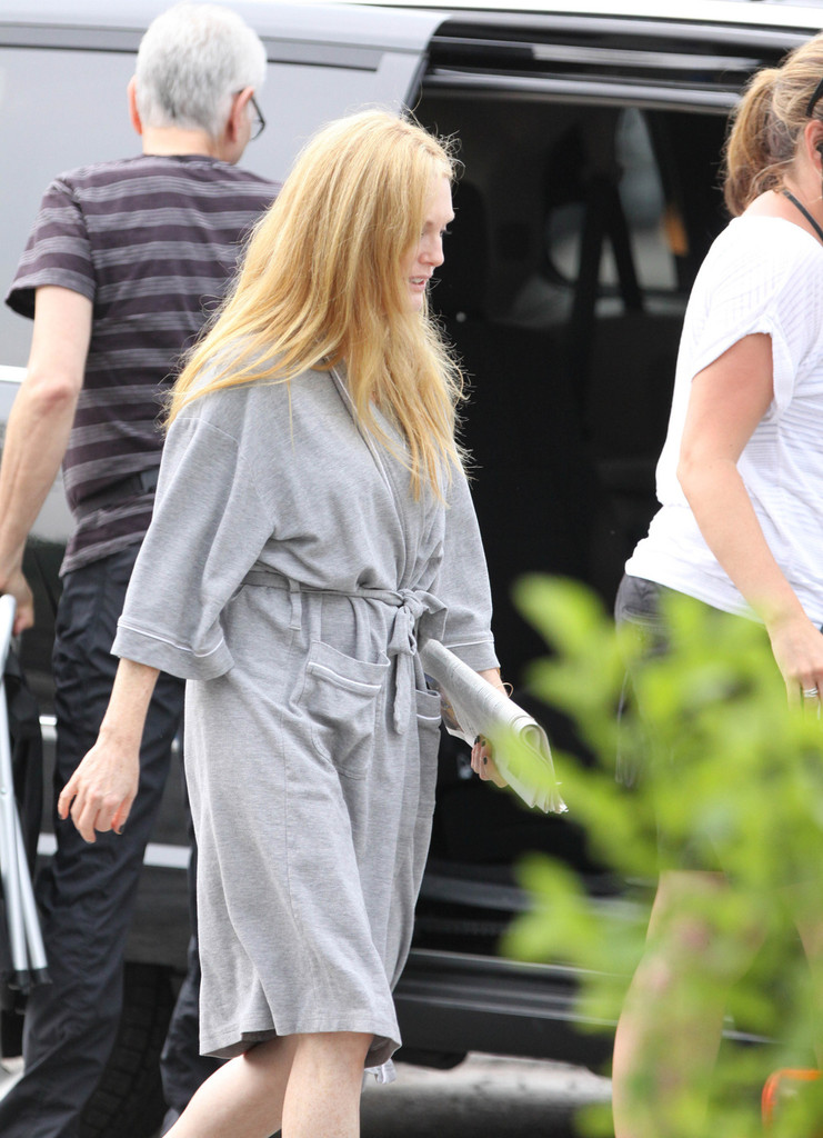 Julianne Moore Goes Blonde For New Movie Role 2