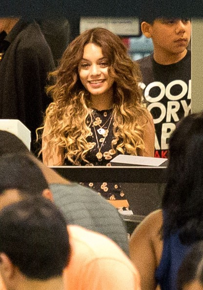Vanessa Hudgens Does Ombre Trend Check Out Her New Blonde Tips 3