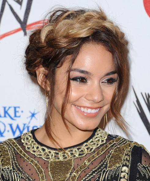Vanessa Hudgens Does Ombre Trend Check Out Her New Blonde Tips 5
