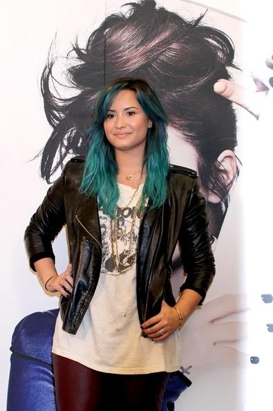 Demi Lovato Gets New Blue - Green Aqua Hair Color 2