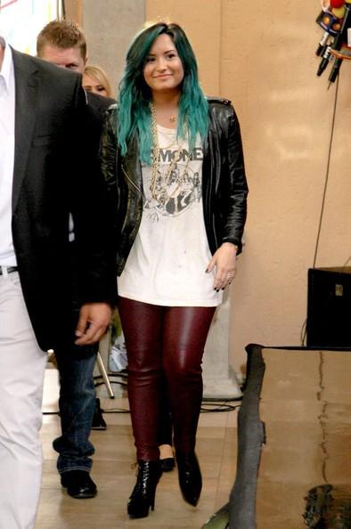 Demi Lovato Gets New Blue - Green Aqua Hair Color 3