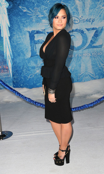 Demi Lovato Moves On To New Blue Hair Color 3