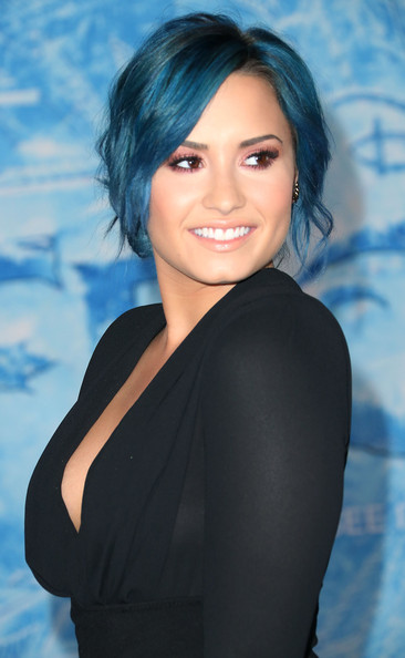 Demi Lovato Moves On To New Blue Hair Color 4