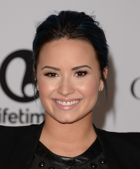 Demi Lovato Goes Back To Black Hair, Well Sort Of 2