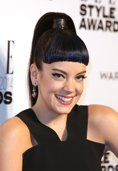 Lilly Allen's blue hair color 4