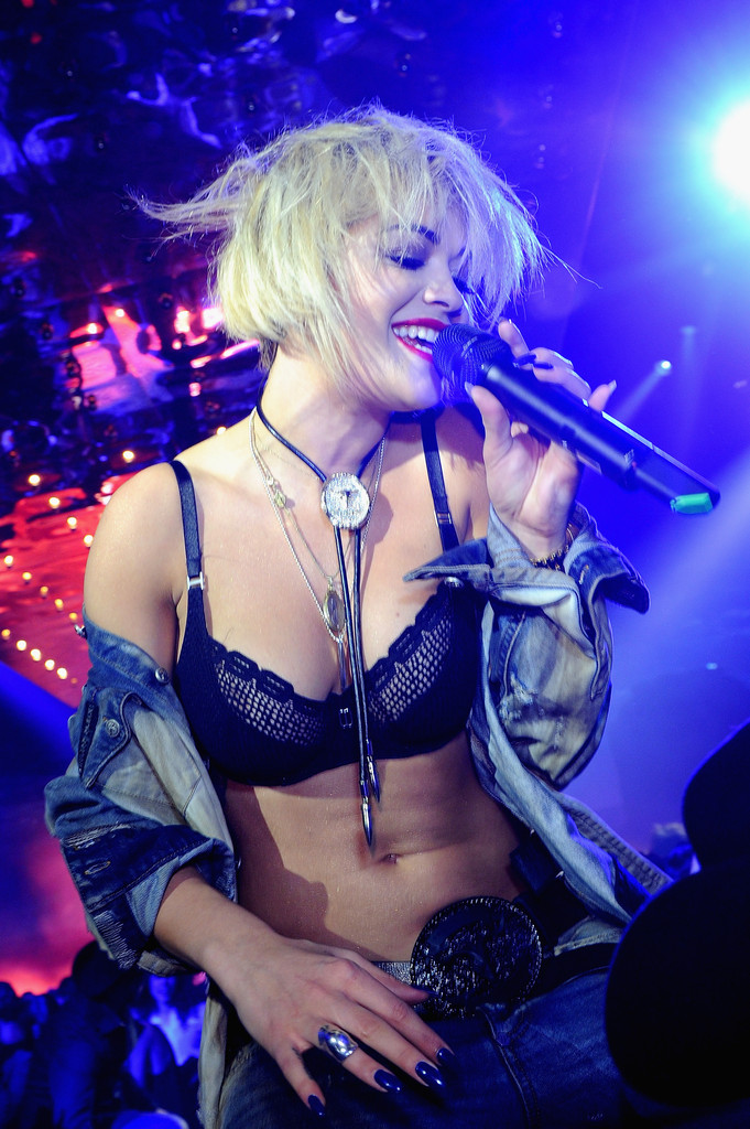 Rita Ora Shows Off New Bob Haircut.