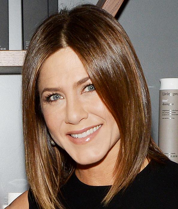 Jennifer Aniston Is Now A Brunette 3