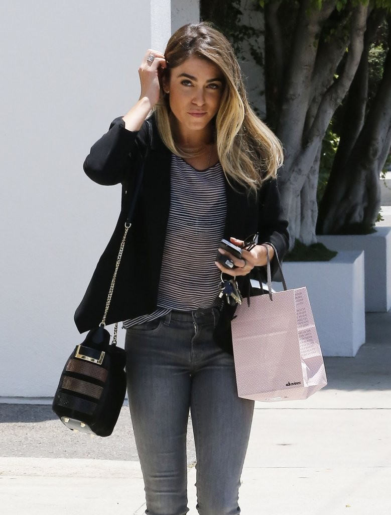Sarah Hyland and Nikki Reed Go Blonde 2