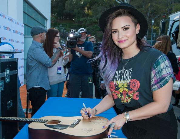Demi Lovato Shakes Things Up With Lilac  Purple Ombre Hair Color 2