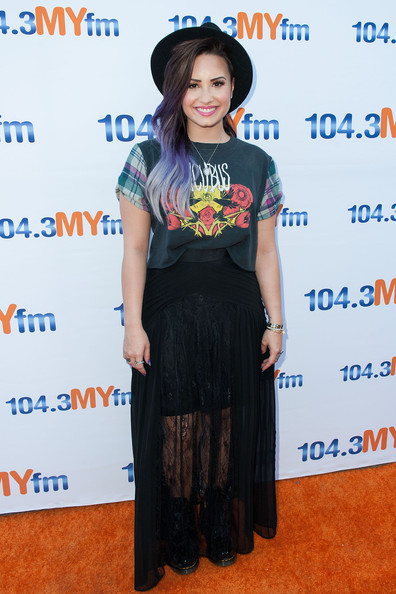 Demi Lovato Shakes Things Up With Lilac  Purple Ombre Hair Color 4