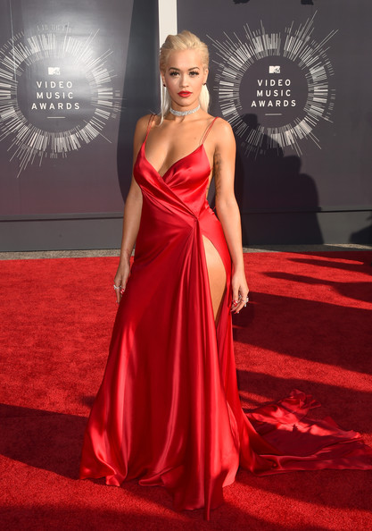2014 MTV Video Music Awards Red Carpet Fashion Trends - Deep Plunging Necklines 7
