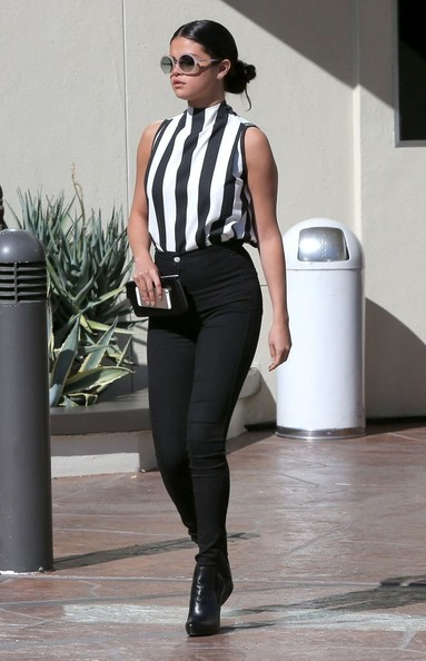 Celebrity Style - Selena Gomez Looks Chic In Black & White