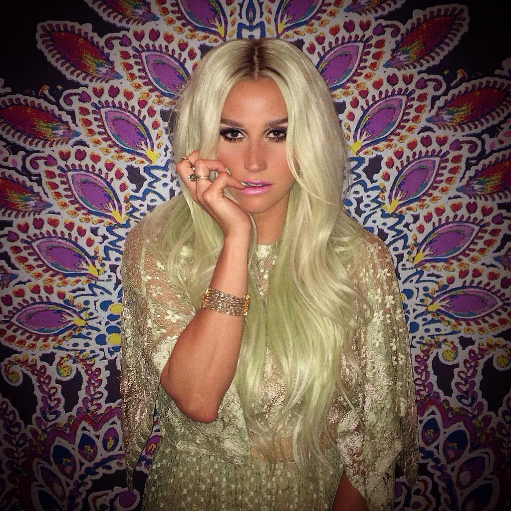 Check Out Kesha's Latest Hair Color - Baby Green 2