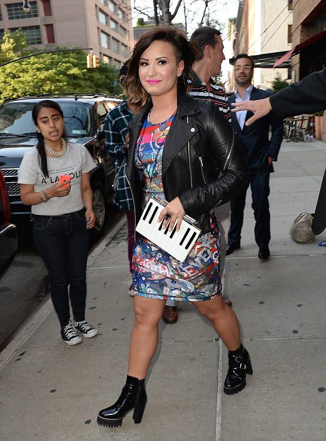 Demi Lovato Latest Hair Transformation  Short & Ombre 6