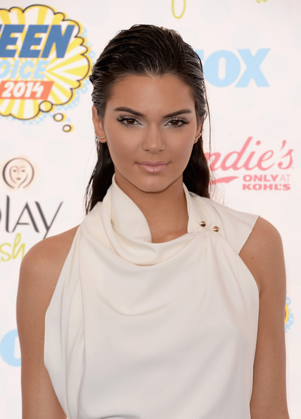 Hottest Hairstyles & Makeup Looks From The 2014 Teen Choice Awards 13