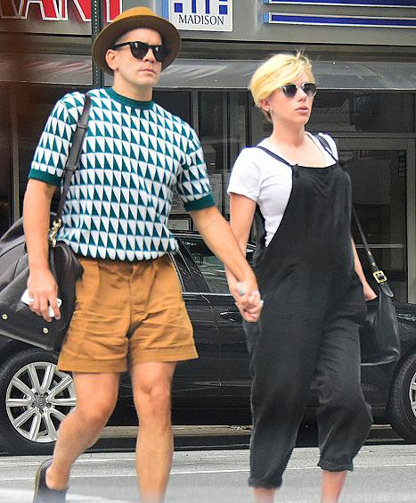 Scarlett Johansson Shows Off New Short Pixie Haircut 2