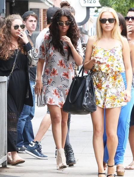 Selena Gomez Shows Off Boucy Wavy Hair 5