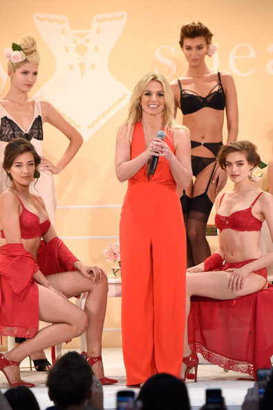 Britney Spears Shows Off Her Signature Sleepwear Line The Intimate Britney Spears