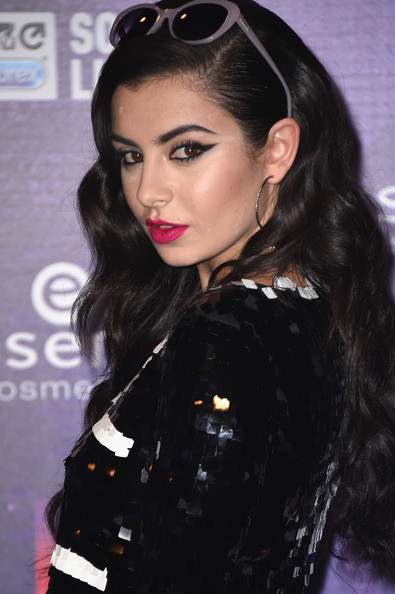 Best Hairstyle & Makeup Looks From The 2014 MTV EMA's