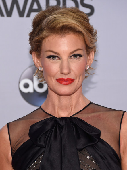 Recent Hair Cut : Faith Hill Has A Brand New Pixie Haircut!