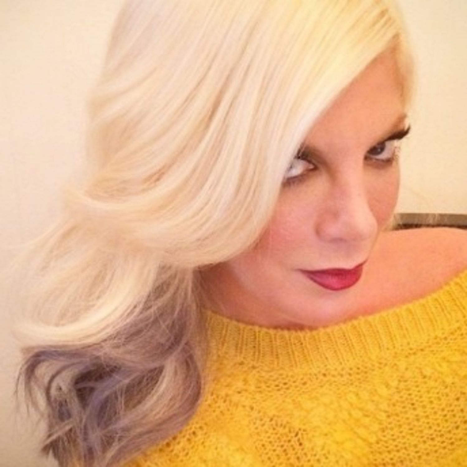 Tori Spelling Shows Off New Gray Tipped Hair Color