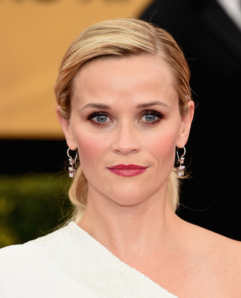 On The Red Carpet – Best Hairstyles & Makeup at the 2015 SAG Awards 16