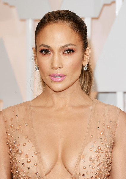 Best Hairstyles & Makeup Looks From The 87th Annual Academy Awards 10