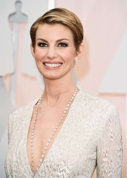 Best Hairstyles & Makeup Looks From The 87th Annual Academy Awards 7