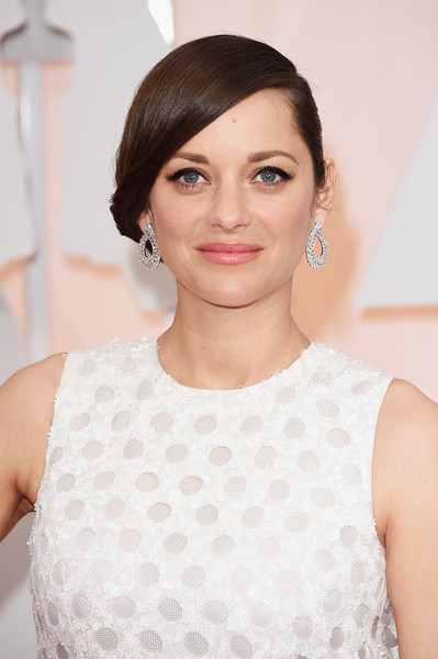 Best Hairstyles & Makeup Looks From The 87th Annual Academy Awards 9