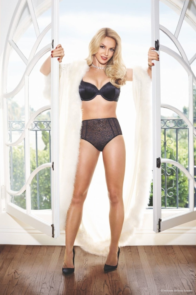 Britney Spears Shows Off Her 2015 Spring and Summer 2015 Intimate Collection 3