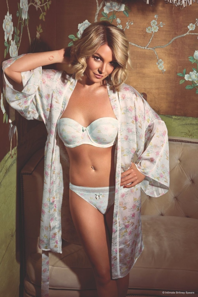 Britney Spears Shows Off Her 2015 Spring and Summer 2015 Intimate Collection 4