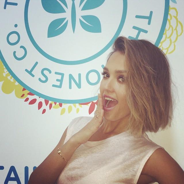 Jessica Alba Join Bob Haircut Trend 2