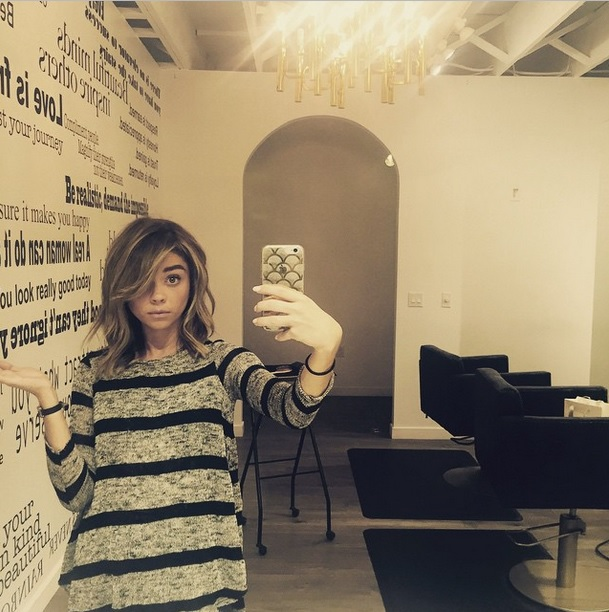 Sarah Hyland Shows Of New Lob Hairstyle 2